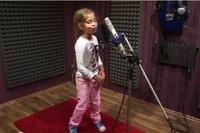 8-летняя Alexandra Deliu взорвала интернет песней Hot right now!